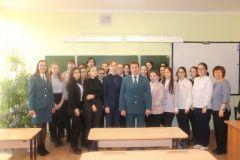 Фото с налоговиками на память. Фото: ИФНСИФНС Новочебоксарска провела для школьников урок налоговой грамотности ФНС