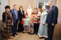 Владимир Викторов и Ольга Чепрасова поздравили многодетную семью с наступающим Новым годом Новый год - 2020