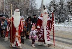 В Новочебоксарске состоялось традиционное Шествие Дедов Морозов и Снегурочек