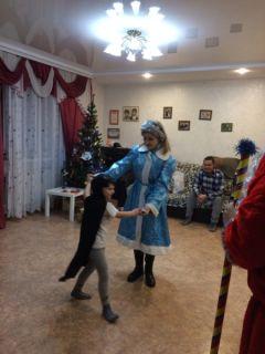 Дедушка Мороз со Снегурочкой поздравили детей-сирот с наступающим Новым годом Новый год-2018