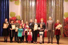 На сцене ЦРТДиЮ. Фото: cap.ruНовочебоксарск отметил День матери праздничным концертом День матери