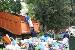 Фотографии до и после. В Новочебоксарске начали вывозить бытовой мусор мусор в городе вывоз мусора мусор