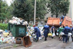 В Новочебоксарске начали вывозить бытовой мусор мусор в городе вывоз мусора мусор