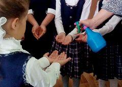 В две городские школы «Химпром» поставил 232 литра «Дезново» Химпром