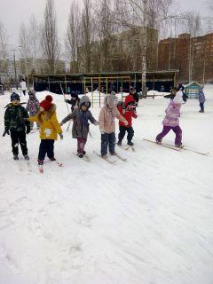 Юные лыжники из детского сада № 7.Зимний калейдоскоп в детских садах Дошколенок