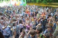 В Ельниковской роще состоялся фестиваль красок