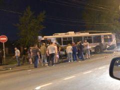 ДТП в Дзержинске. Фото: Типичный ДзержинскВ ДТП с троллейбусом в Дзержинске погибли пять человек ДТП со смертельным исходом