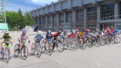 Велосипедисты выходят на стартБолее 100 велоспортсменов Чувашии разыграют призы республиканского соревнования Велоспорт