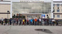 """Старт у ДК """"Химик""""Более 40 участников совершили велопробег в день рождения Андрияна Николаева велопробег"""