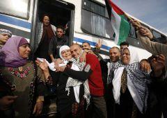 na_svobodu.jpgИзраиль освобождает первых заключенных в обмен на капрала Палестина израиль Гилад Шалит