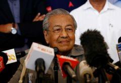 Глава правительства Малайзии Махатхир Мохамад Чиновникам дарить только цветы и еду Зона коррупции