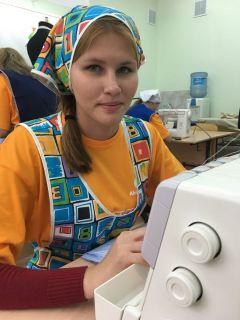 Елена Никифорова  шьет блузку.Все начинается с олимпиады Доступная среда «Абилимпикс»