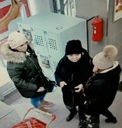 Подозреваемые. Фото МВД по ЧРВ Чебоксарах ищут девушек, укравших деньги с карты студентки  банковская карта