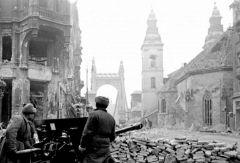 Освобождение Будапешта. Фото www.histrf.ruВ котле венгерского Сталинграда 75 лет Победе