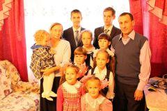 Снимок 2017 года, когда в семье было девять детей.  Фото из архива редакцииСчет 6:4, девочки лидируют семья