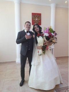 """Одна из пар Калининского района, зарегистрировавших брак 18 августаНа День города Чебоксары в Калининском районе столицы Чувашии зафиксирован """"свадебный бум"""" День города"""