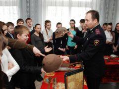 politsiia3.jpgПолицейские показали «класс» новочебоксарцам  Новочебоксарск Классный полицейский Дети Безопасность Акция