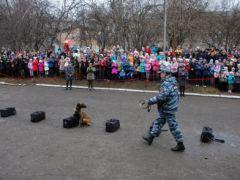 poltsiia4.jpgПолицейские показали «класс» новочебоксарцам  Новочебоксарск Классный полицейский Дети Безопасность Акция
