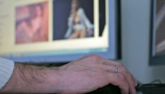 За распространение порнографии новочебоксарец получил 3,5 годаОсужден новочебоксарец, распространявший порнографию приговор порно