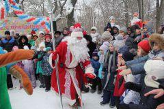 И пошел в пляс Дед Мороз. Фото Марии СМИРНОВОЙВолшебник в гости приглашает Новый год-2017