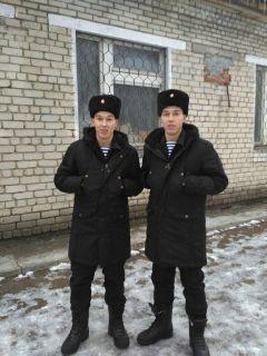 Близнецы: кто Алексей, а кто Антон? Только родственники и близкие могут сказать об этом уверенно.Тяготы службы  делят на двоих