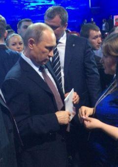 Марина Иванова рассказала Президенту РФ Владимиру Путину о Чувашии.Путин на расстоянии  вытянутой руки Вдадимир Путин