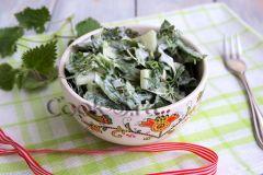 Салат из крапивы, щавеля и зеленого лукаВитаминный стол Семейный стол Витаминный стол
