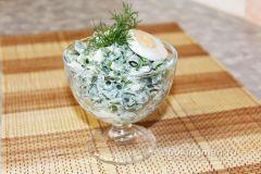 Салат с зеленым луком и яйцомЧто приготовить на даче Семейный стол