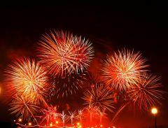 saliut4.jpgФеерия огня и музыки Салют Международный фестиваль фейерверков День Республики-2015