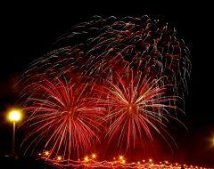 saliut6.jpgФеерия огня и музыки Салют Международный фестиваль фейерверков День Республики-2015