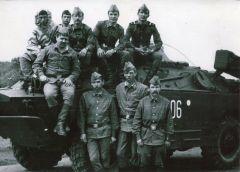 Валерий Павлов (второй справа в верхнем ряду) с товарищами в 1988 году. Фото из личного альбома Валерия ПавловаСмена в тридцать секунд Чернобыльская АЭС День памяти жертв Чернобыльской аварии