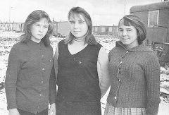 В 1965 году три подруги возле вагончика (слева направо): Тамара Шиганова (в девичестве Иванова), Зоя Бобкина (Отрыванова) и Зоя Мисюра (Михайлова). Фото из архива З.МисюрыШестидесятые романтичные Новочебоксарску — 56!