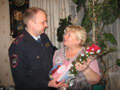 Полицейские снимают селфи с матерями селфи полиция День матери