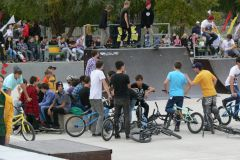 Фото Максима ИвановаМолодым у нас везде дорога? скейт-парк