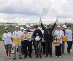 subbotnik.JPGНовочебоксарские студенты привели в порядок часть набережной Субботник набережная мусор