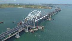 По Крымскому мосту поехали первые грузовикиПо Крымскому мосту открыто движение грузовиков крымский мост