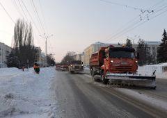 Люди и техника четко сработали в ЧебоксарыКилотонна снега - долой: чебоксарские дороги были очищены оперативно уборка снега
