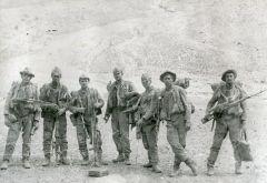 Лето 1982 года. Разведрота 317-го полка вернулась после выполнения задания в расположение части. Андрей Терентьев (крайний справа) со своей снайперской винтовкой Драгунова. Фото из личного архива А.ТерентьеваНа правах победителей смерти Ветеран Афганистана