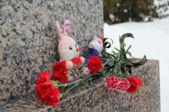 Школьники Новочебоксарска выражают соболезнование родственникам погибших детей в Кемерове трагедия Кемерово