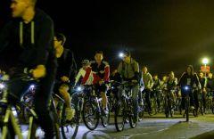 Ночной велопробег. Фото: vk.com/volunteer550Чебоксарам - 550: велосипедисты со всей Чувашии ночью прокатились по улицам юбилейной столицы 550 лет Чебоксарам Чебоксары-550