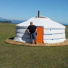 u_iurty.jpgВиктор Алексеев:  Настоящий монгол  каждый год шьет новый наряд