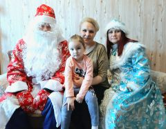 Дед Мороз и Снегурочка дарят праздник многодетным семьям химиков Химпром