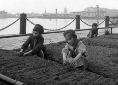 Фото с сайта www.defendingrussia.ruБлокада Ленинграда:  город сражался и молился Дата Бессмертный полк
