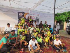 Велосипедисты на первом старте.Велопробег Независимости Индии. Репортаж с веломероприятия в г. Джамму велопробег