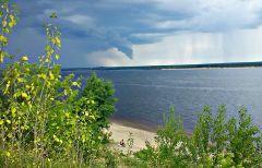 Волга перед дождем.Течет моя Волга среди хлебов спелых, среди снегов белых  стихи про Волгу На Парнасе Волга