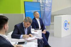 Врио Главы Чувашии Олег Николаев подписывает указ о дополнительных мерах, направленных на привлечение молодежи к работе в системе государственного управления.А не пойти ли нам на госслужбу?
