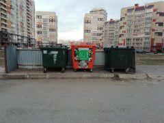 """Вот такие контейнеры для раздельного сбора мусора появились в """"Спутнике"""". Это первые шаги по переходу  к раздельному сбору отходов в рамках национального проекта """"Экология"""".  Фото автораПросто разделяй! Среда обитания"""
