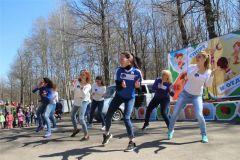 Зумба 1 мая в Ельниковской роще. Фото nowch.cap.ru1 мая в Ельниковской роще Новочебоксарска открыли весенне-летний сезон 1 мая Ельниковская роща