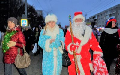 Новогодние мероприятия в Новочебоксарске начались... Новый год .Дед Мороз.Снегурочка.шествие сказочных персонажей.снежные фигуры.снежный городок.