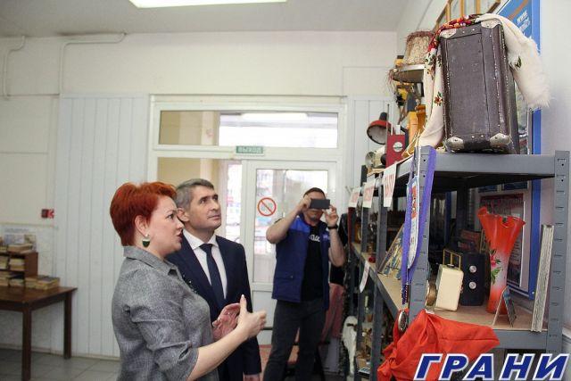 02 Oliegh Nikolaiev v riedaktsii ghaziety Grani